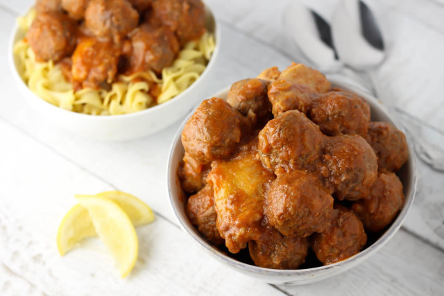 Sweet and Sour Meatballs- Tender meatballs, juicy chicken wings, and the classic sweet and sour sauce make this sweet and sour meatballs recipe totally irresistible. passthechallah.com